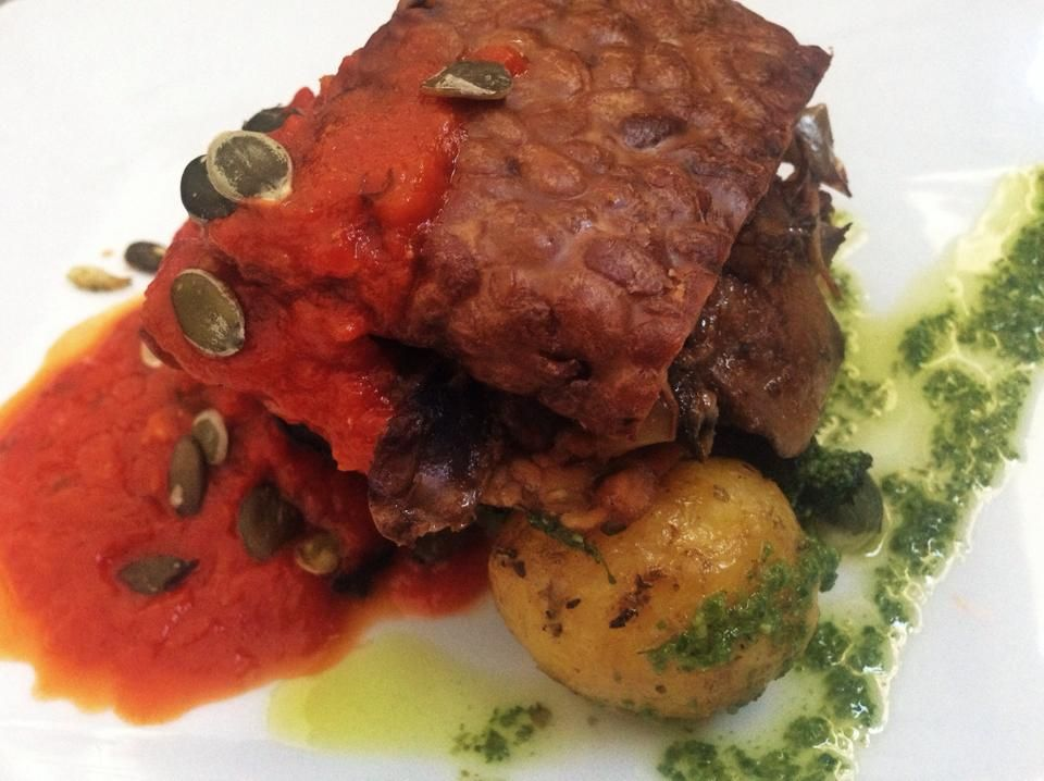 Czech cuisine is very much about meat but there are also some nice vegetarian places offering tasty vegetarian options like this Grilled tempeh with mushroom ragout, leaf spinach, tomatoe sauce, pumpkin seeds and roasted potatoes (gluten free) @Jina krajina #food #prague #eatingprague #vegetarian #tempeh #jina krajina
