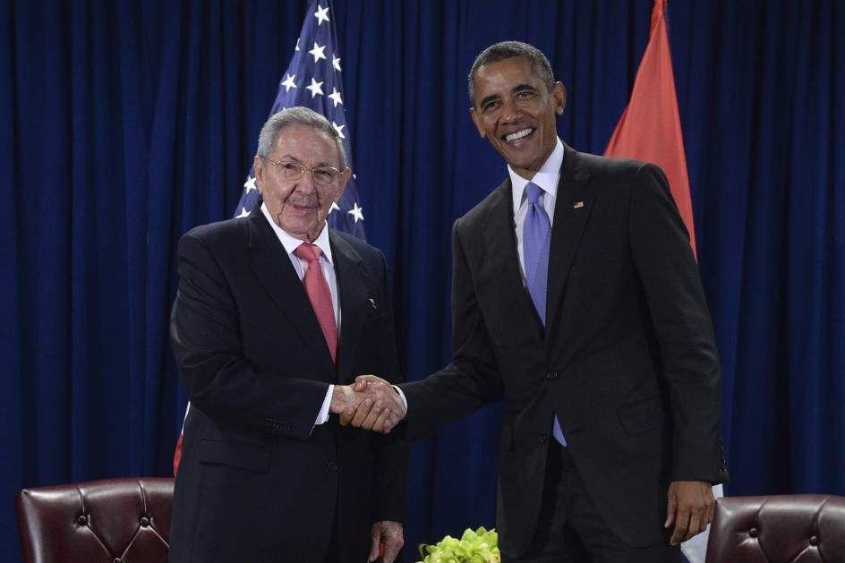 REUNIÓN DE OBAMA CON CASTROEl presidente de Estados Unidos, Barack Obama, se reúne con su homólogo cubano, Raúl Castro, en la sede de las Naciones Unidas, en Nueva York. (Behar Anthony / EFE)