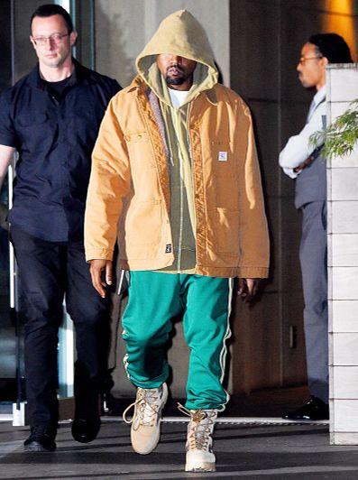 Kanye West Sports Pointer Jacket Yeezy Boots And Adidas Sweatpant In New York In 2020 Kanye West Outfits Kanye West Style Kanye Fashion