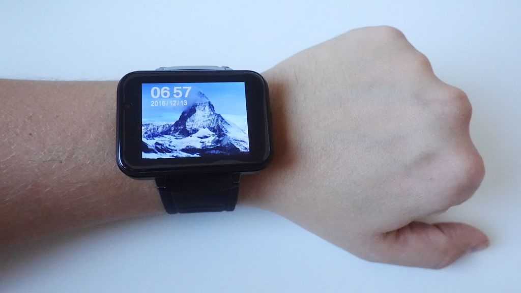 Domino DM98 3G Smartwatch with a huge 2 2