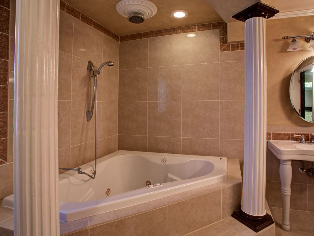Replace Jacuzzi Tub With Walk In Shower With Images Corner