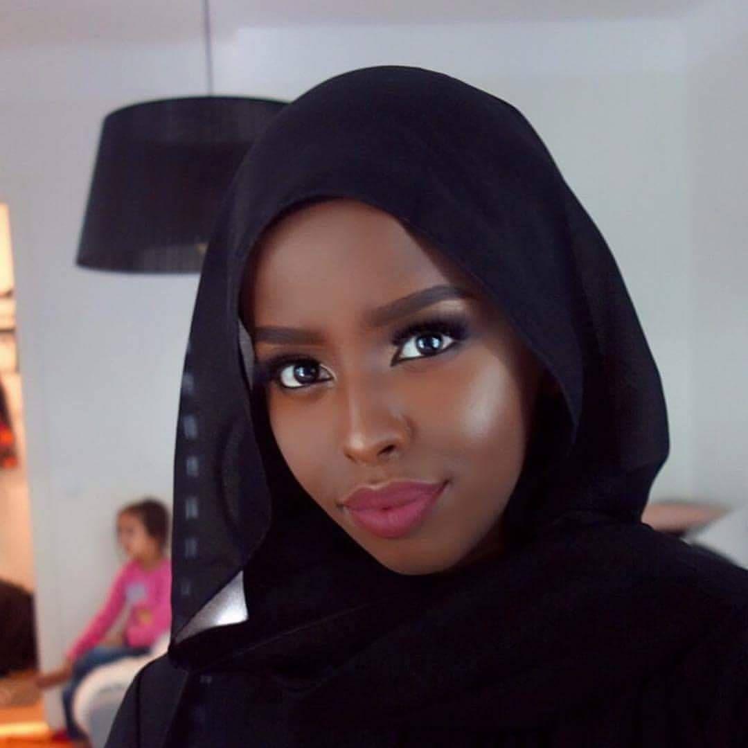 Captivating Makeup Tutorials for Dark Skin | Glitter makeup tutorial, Skin makeup, Dark skin makeup tutorial