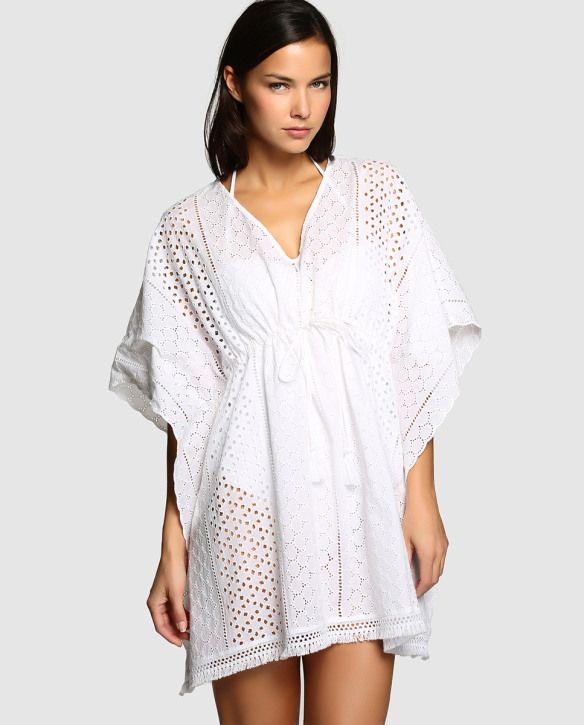 bbc47927ff598 Moda para la playa. El Corte Inglés  caftan blanco con bordados para la  playa