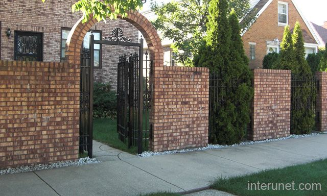 Privacy fencing with brick and iron fences brick fence for Brick and wrought iron fence designs