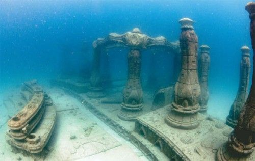 Underwater tombs - the last resting place of the Elves  http://cdnimg.visualizeus.com/thumbs/98/dc/memorial,neptune,reef,sea,tortugo,underwater,water-98dcd07e7229a2b102885bf529e91ff2_i.jpg