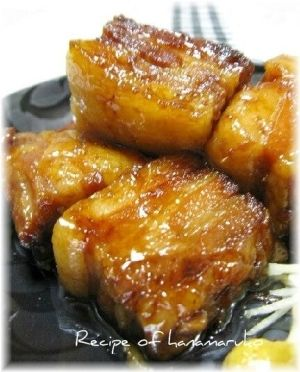 「豚の角煮・ラフテー」ことこと弱火でじっくり1時間ほど煮込んだラフティ(豚の角煮)は、沖縄の伝統的な豚肉料理です。脂分も程よく抜けてとろとろのやわらかな角煮です。【楽天レシピ】