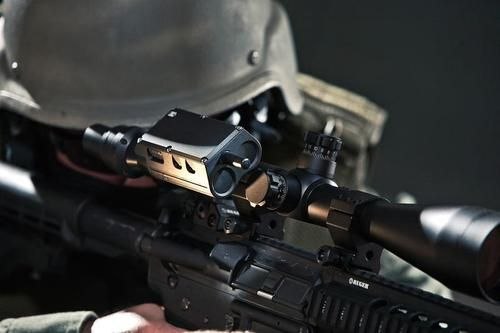 The Split Shot by Tactical Electronics - a scope transmitter from provides operators with integrated mounting to multiple optical scopes. The Split Shot System is uniquely designed to provide the user with real-time wireless video transmission of images and targets viewed directly through the optical scope lens.