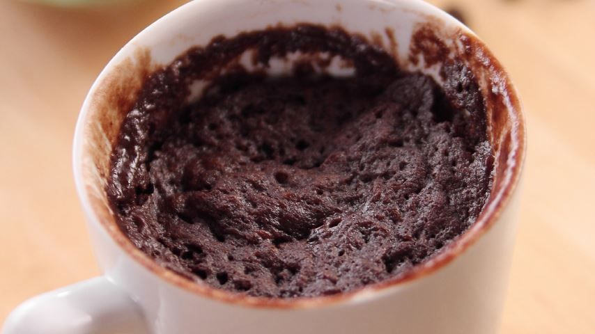 Ree mixes up dorm-room friendly chocolate cake in a mug ...