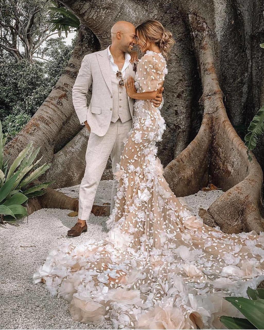 Custom Wedding Dresses And Bespoke Bridal Attire Dream Wedding Dresses Wedding Dresses Vintage Wedding Dresses Simple [ 1284 x 1026 Pixel ]