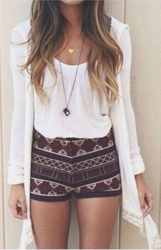 Pretty summer outfit ideas to copy right now 38