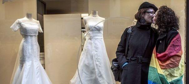 rencontre serieuse gay wedding dress a Villenave-dOrnon