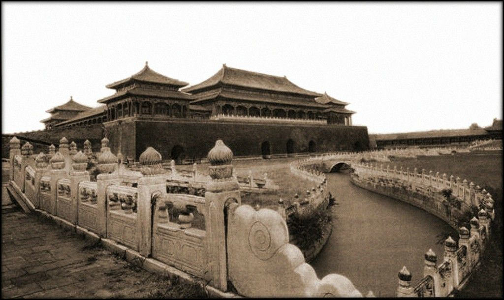 The Meridian Gate Entrance To The Forbidden City Peking China 1927 Vintage Photography Taken In Pre Revolution Chi Photo Restaurant Photos Chine Ancienne