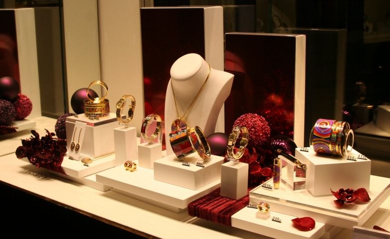 100 Creative Jewelry Visual Merchandising Ideas Christmas