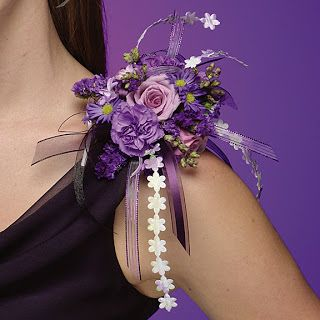 The shoulder corsage.