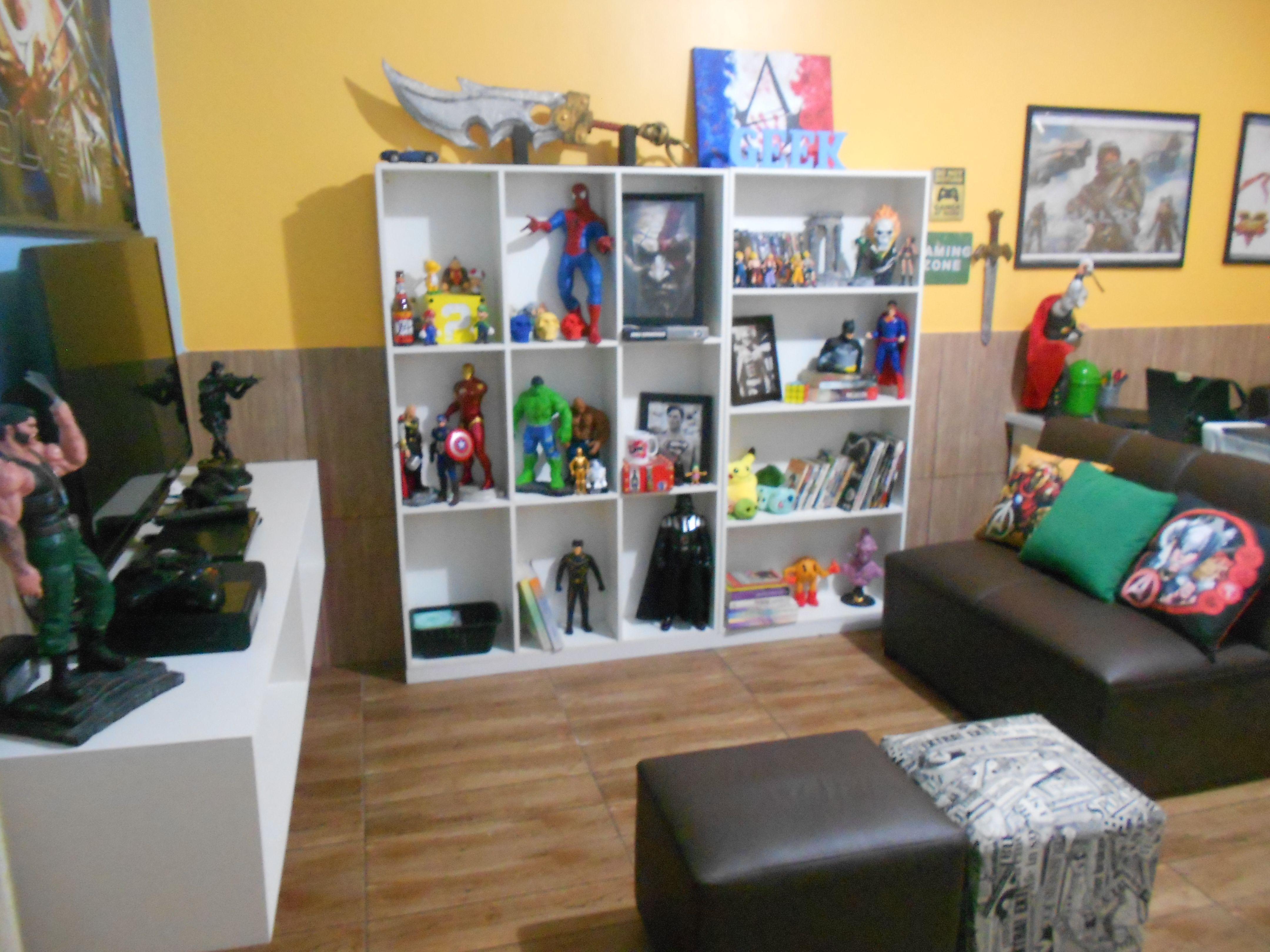 enjoyable design superman shelf. decora o quarto geek  Pinterest