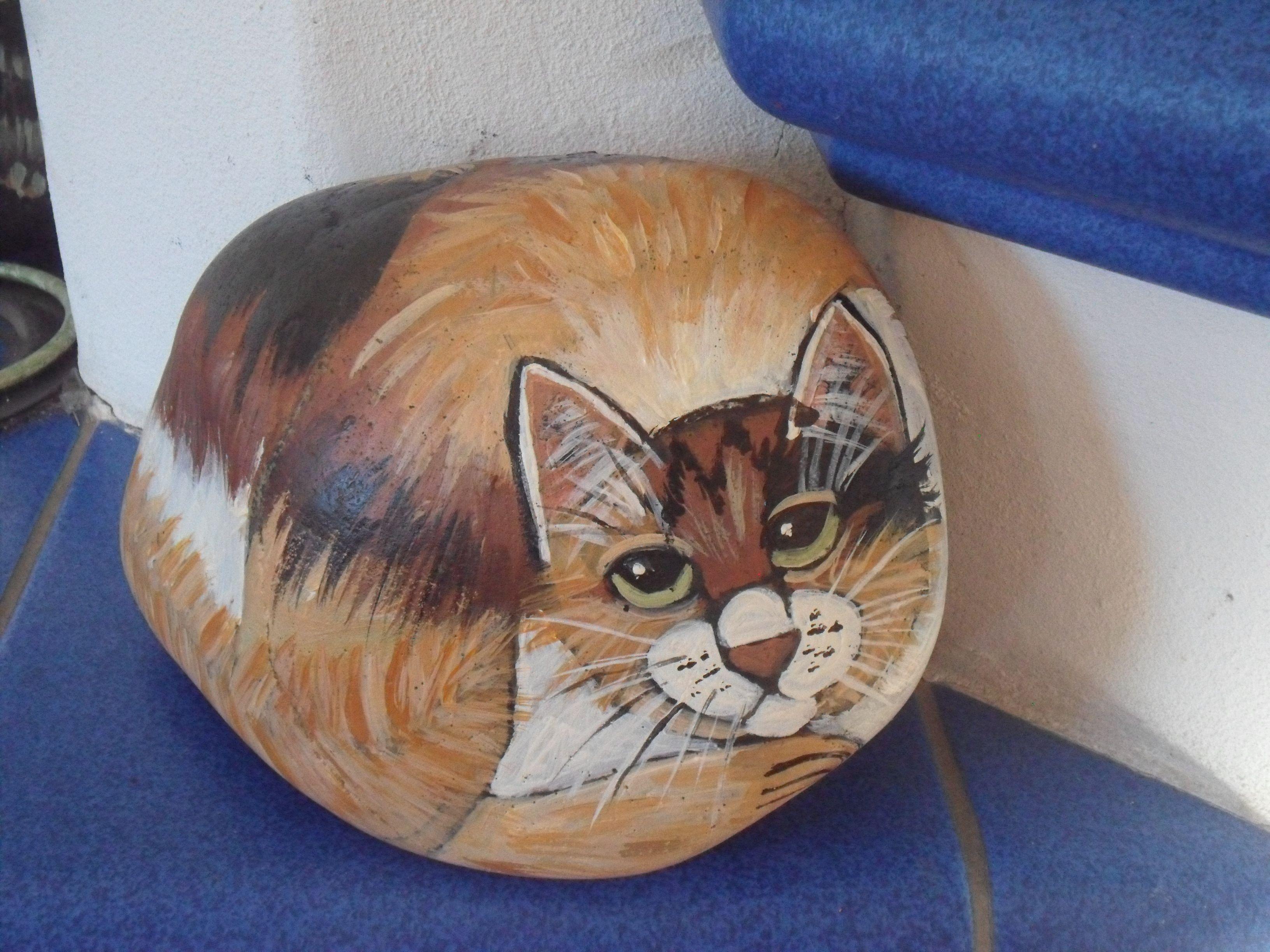 handbemalter stein katze dreifarbig bei ebay bemalter stein bemalte steine katzen tiere auf. Black Bedroom Furniture Sets. Home Design Ideas