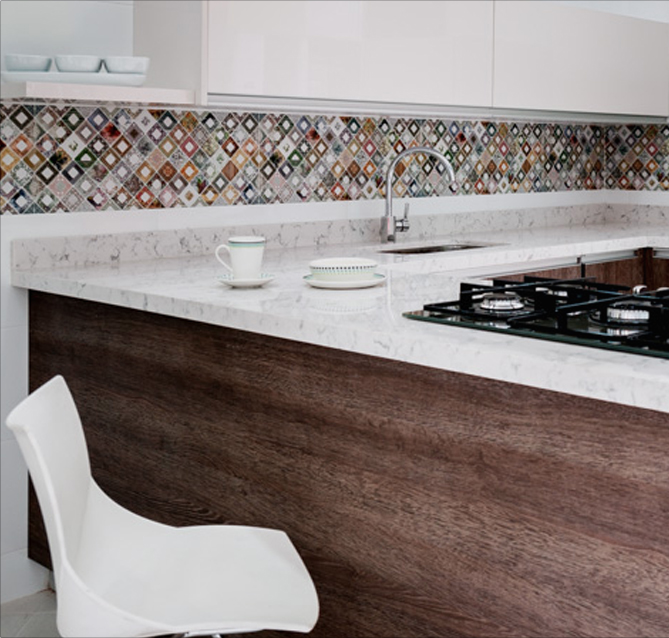 Cenefa de colores para alegrar la cocina corona inspira for Enchapes cocinas modernas