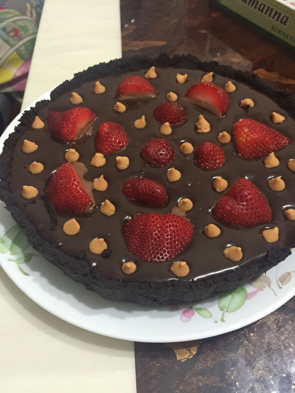 Easy no-bake chocolate strawberry tart