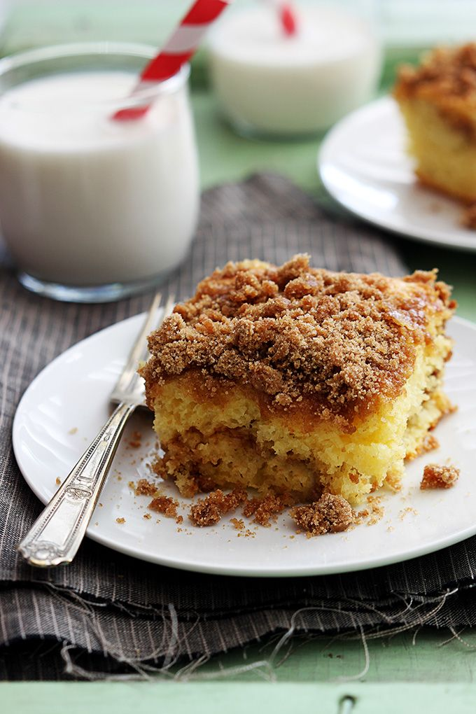 Sour Cream Makes This Coffee Cake Super Moist And The Best Part Is That It Starts With A Cake Mix Coffee Cake Recipes Sour Cream Coffee Cake Coffee Cake Easy