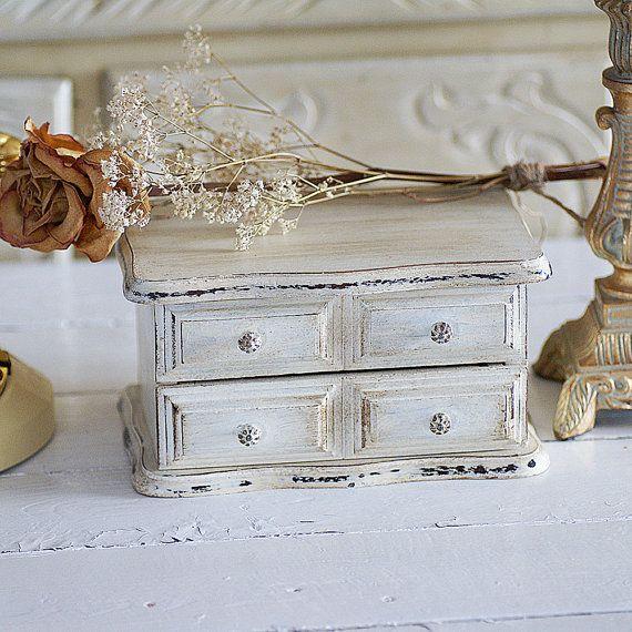 coffre bijoux vintage coffre shabby chic bo te bijoux vintage en bois peint la main. Black Bedroom Furniture Sets. Home Design Ideas
