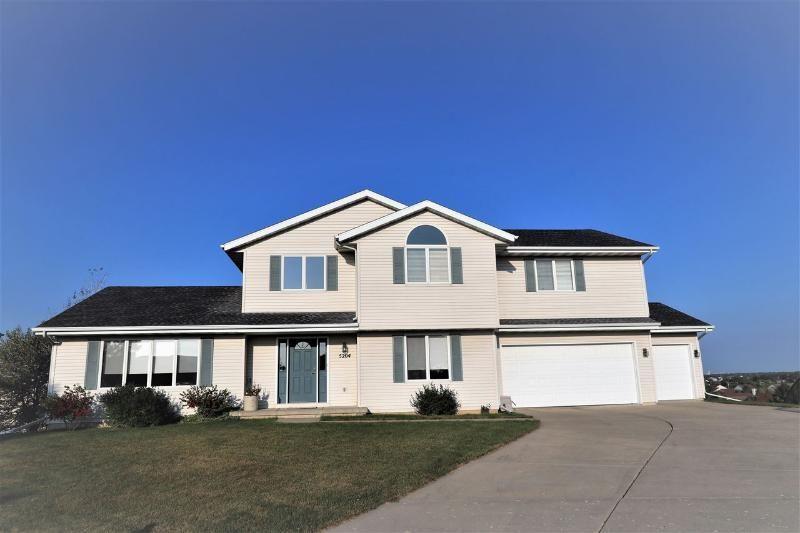 5204 monarda ct mcfarland wi house styles home