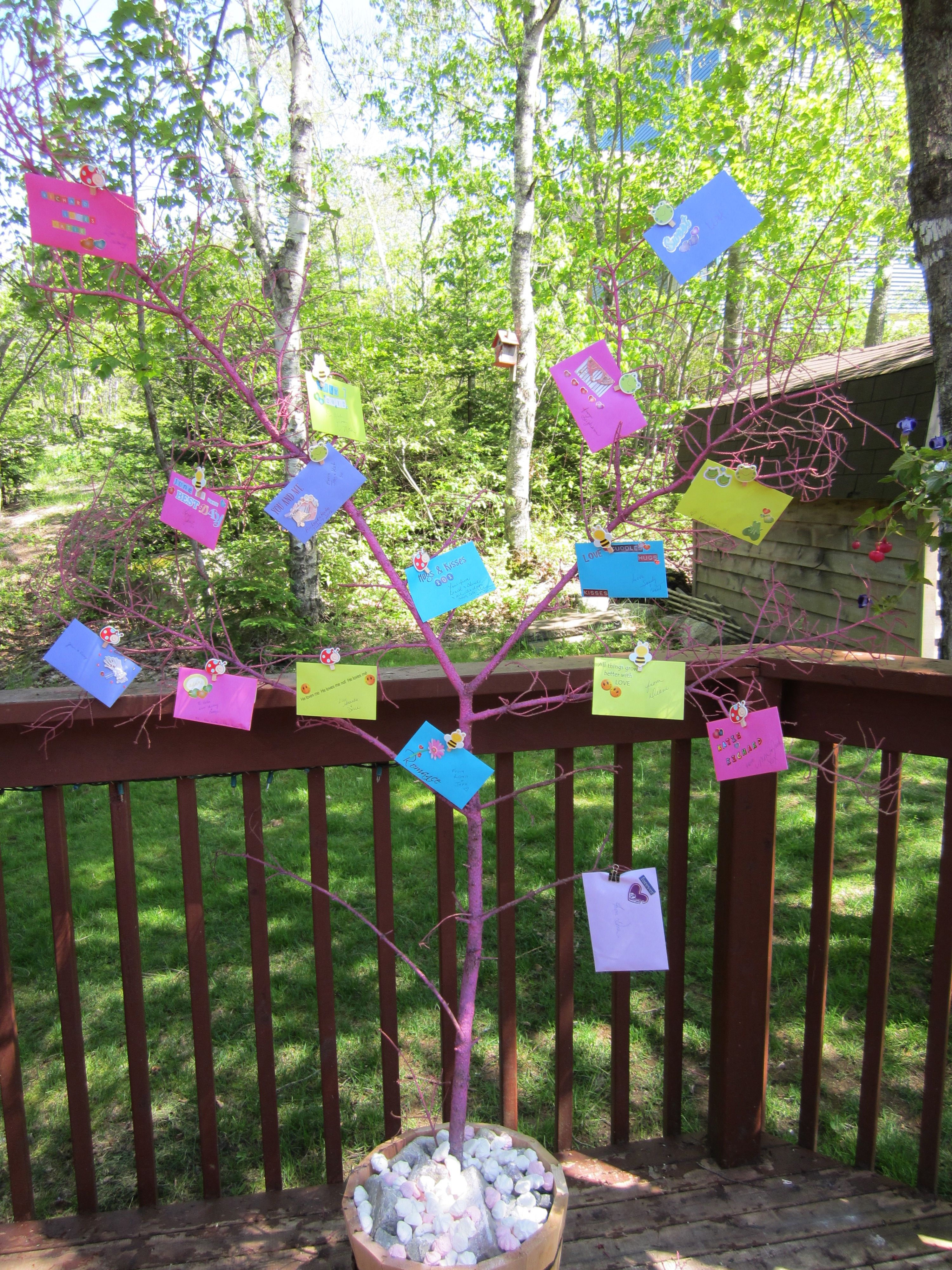 Idea for a bridal shower money tree decorate coloured - How to decorate a house with no money ...