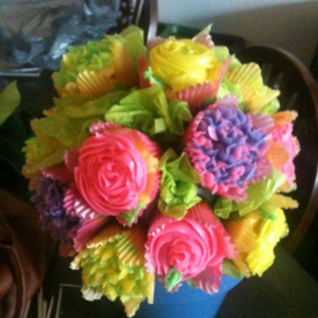 Spring cupcake flower pot!!! So much fun to make