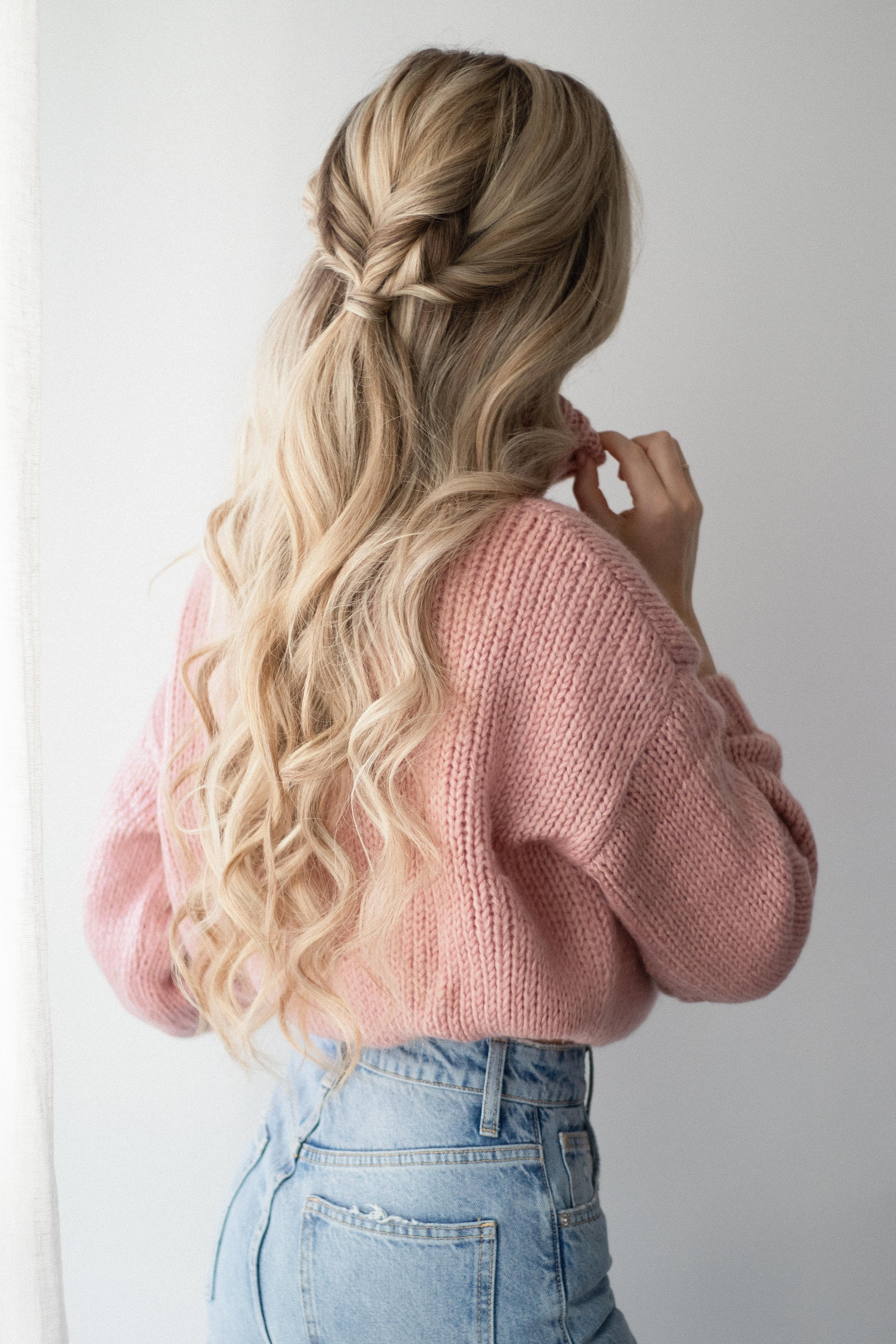 Photo of 3 Easy Hairstyles that are Perfect for Sweater Weather