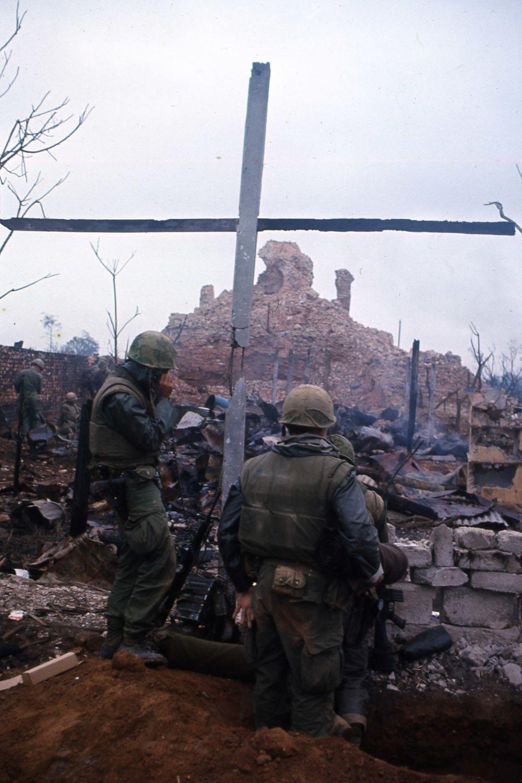 The Battle of Hue 1968 - Photo by John Olson/Stars and Stripes | Vietnam  war, Vietnam, South vietnam