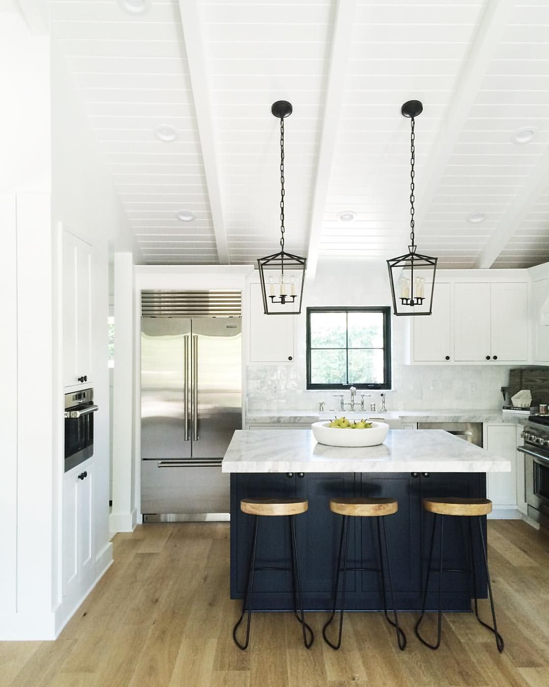 White outer cabinets, black/dark island | The land | Pinterest ...