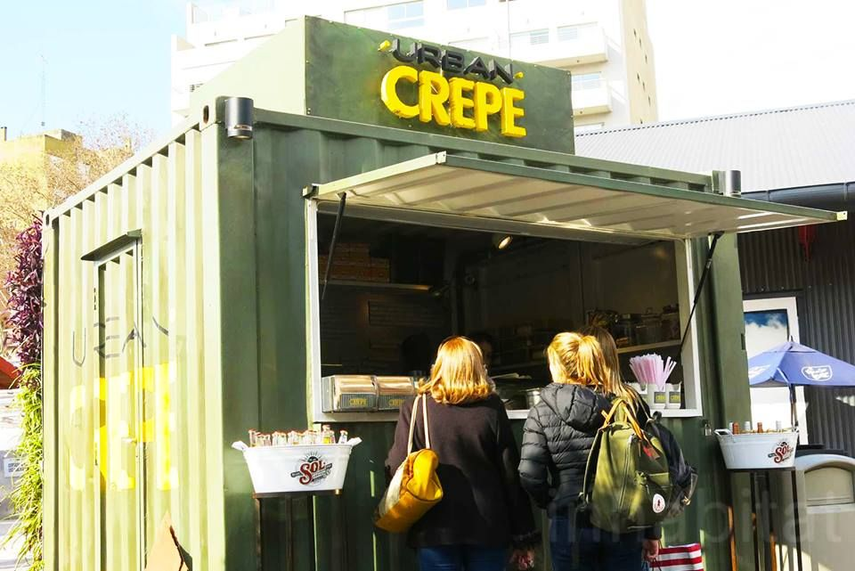 Urban Crepe is located at the 'Distrito Arcos Premium Outlet', an open-air mall in a former railway area within Palermo.