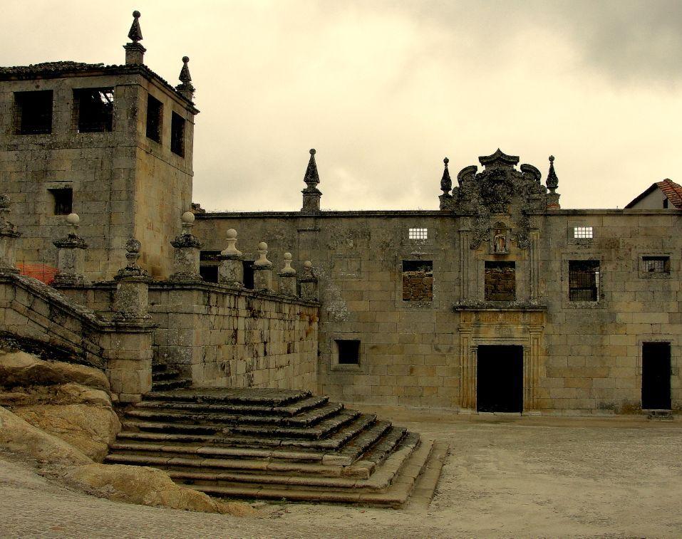 Convento de São Bernardo de Tabosa, Carregal. Pertencia à Ordem de Cister a par de outros quatro edifícios e esteve ativo durante 150 anos. Depois foi abandonado, mas pode voltar à vida em breve.