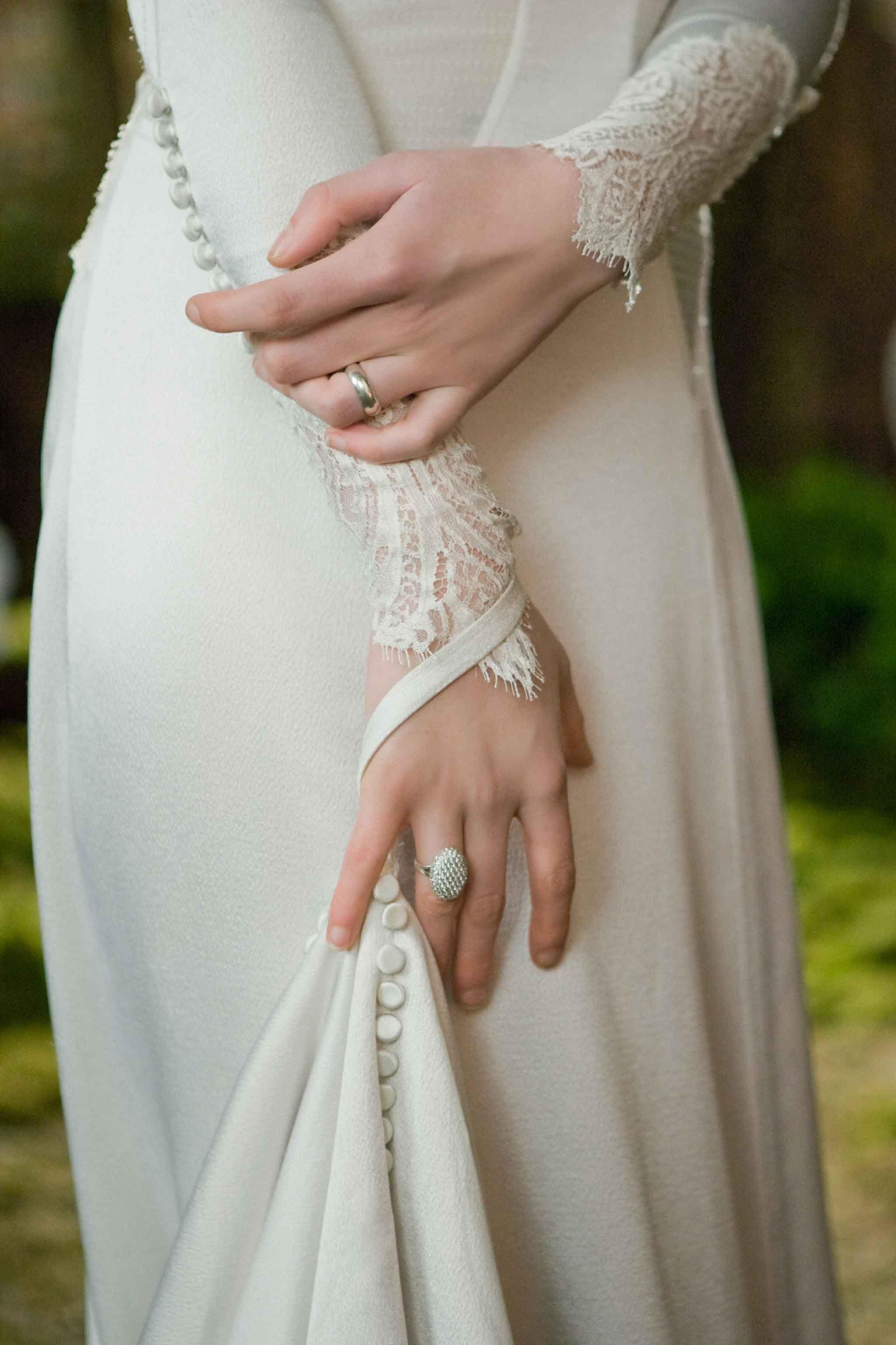 Bella Swan In The Movie The Twilight Saga Breaking Dawn Part 1 Breaking Dawn Wedding Dress Bella Wedding Dress Bella Swan Wedding Dress