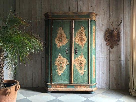 Barockschrank mit originaler Bemalung, süddeutsch datiert - barock mobel prachtvoll