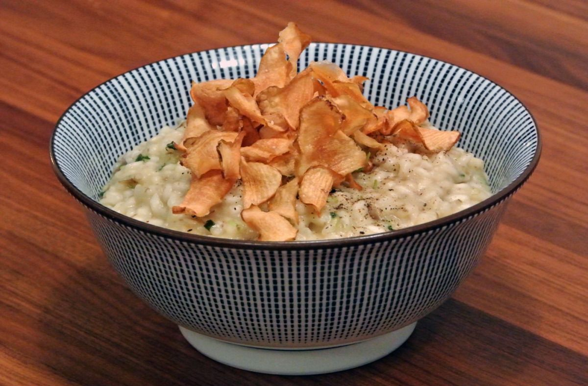 Risotto with Jerusalem artichoke puree and deep-fried flakes
