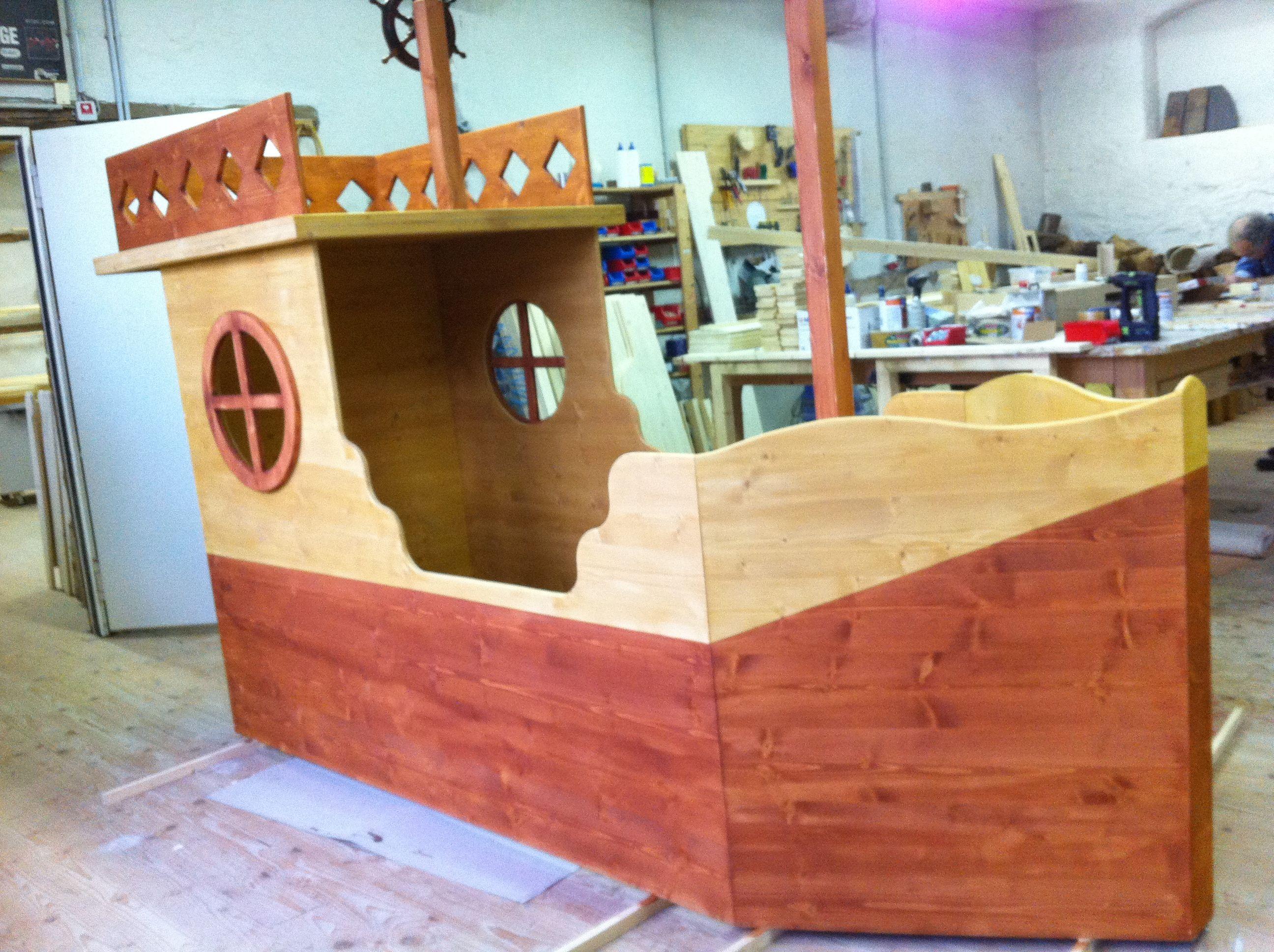 dieses bett ist etwas f r richtige piraten aber nichts f r kleine kinderzimmer aber auch solch. Black Bedroom Furniture Sets. Home Design Ideas