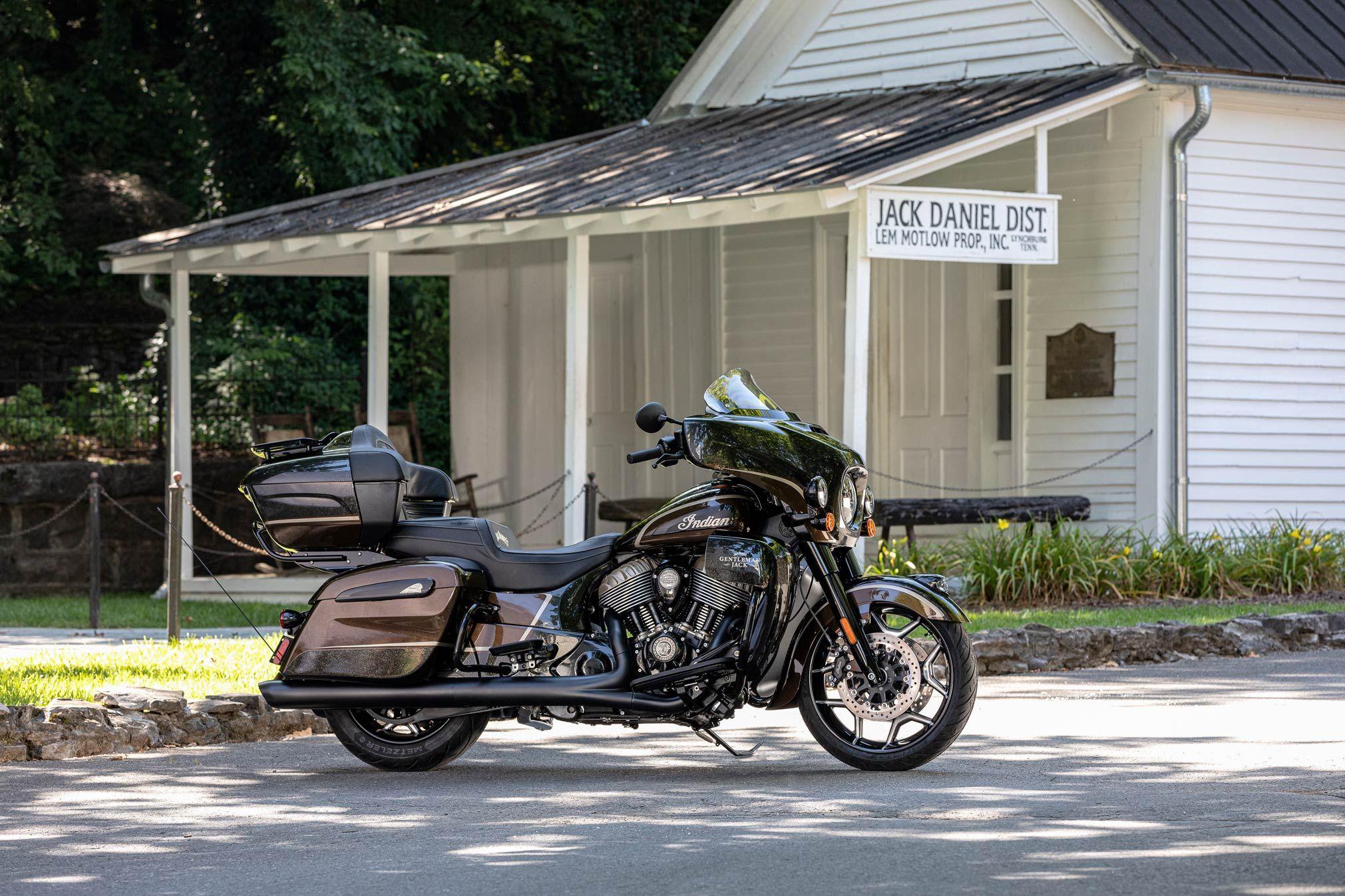 2021motorcyclemodels Motorcycle News 2021 Australia 2021 Indian Roadmaster Dark Horse Jack Daniel S Guide 2021 I Jack Daniels Dark Horse Motorcycle Model [ 1347 x 2021 Pixel ]