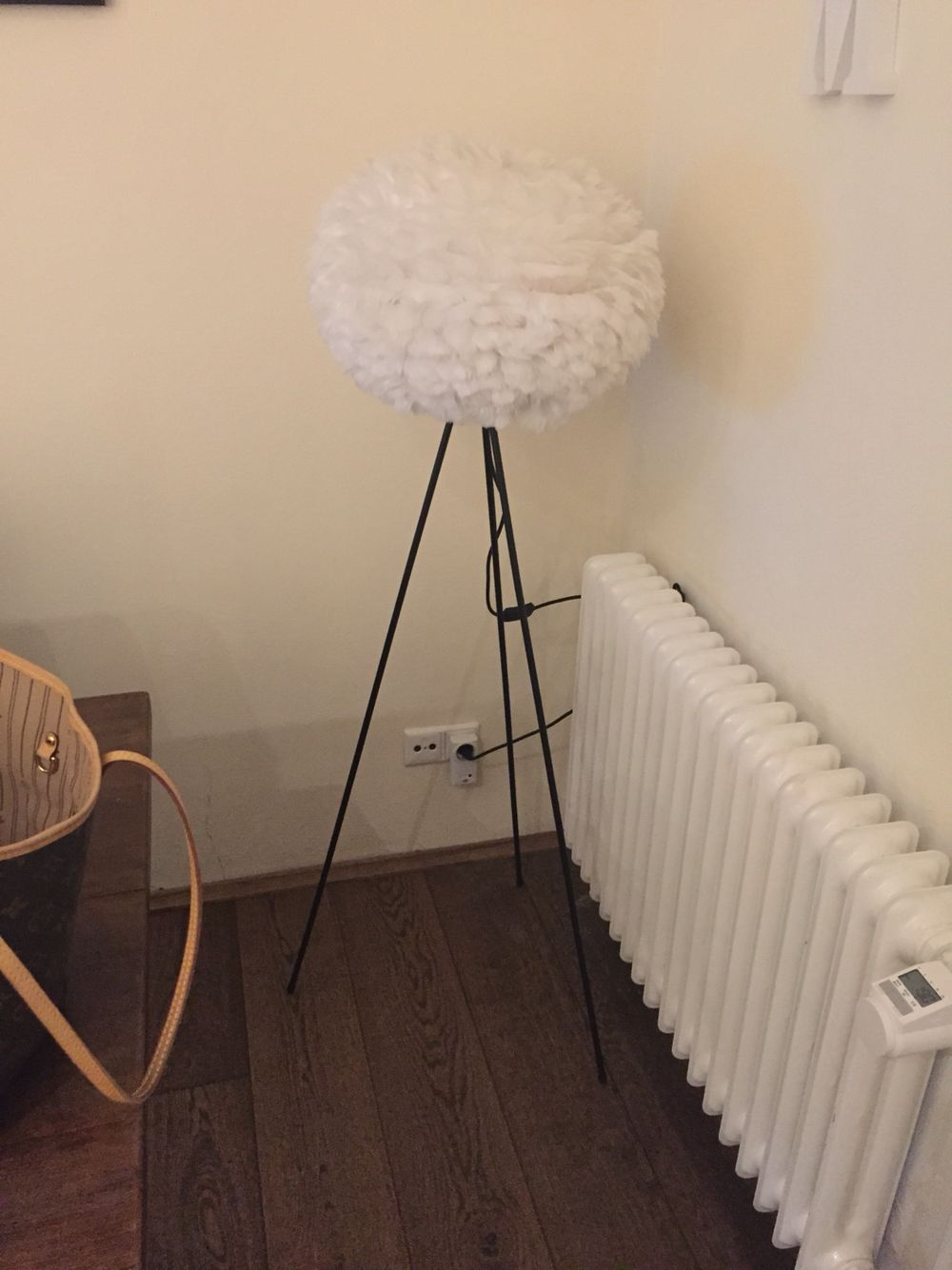 Vita Eos Feather Lamp With Tripod