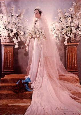 The Royal Order of Sartorial Splendor: Wedding Wednesday: Alice, Duchess of Gloucester's Gown - PINK wedding dress. Nice story. I've heard that Princess Alice, Duchess of Gloucester was The Queen's favorite aunt.
