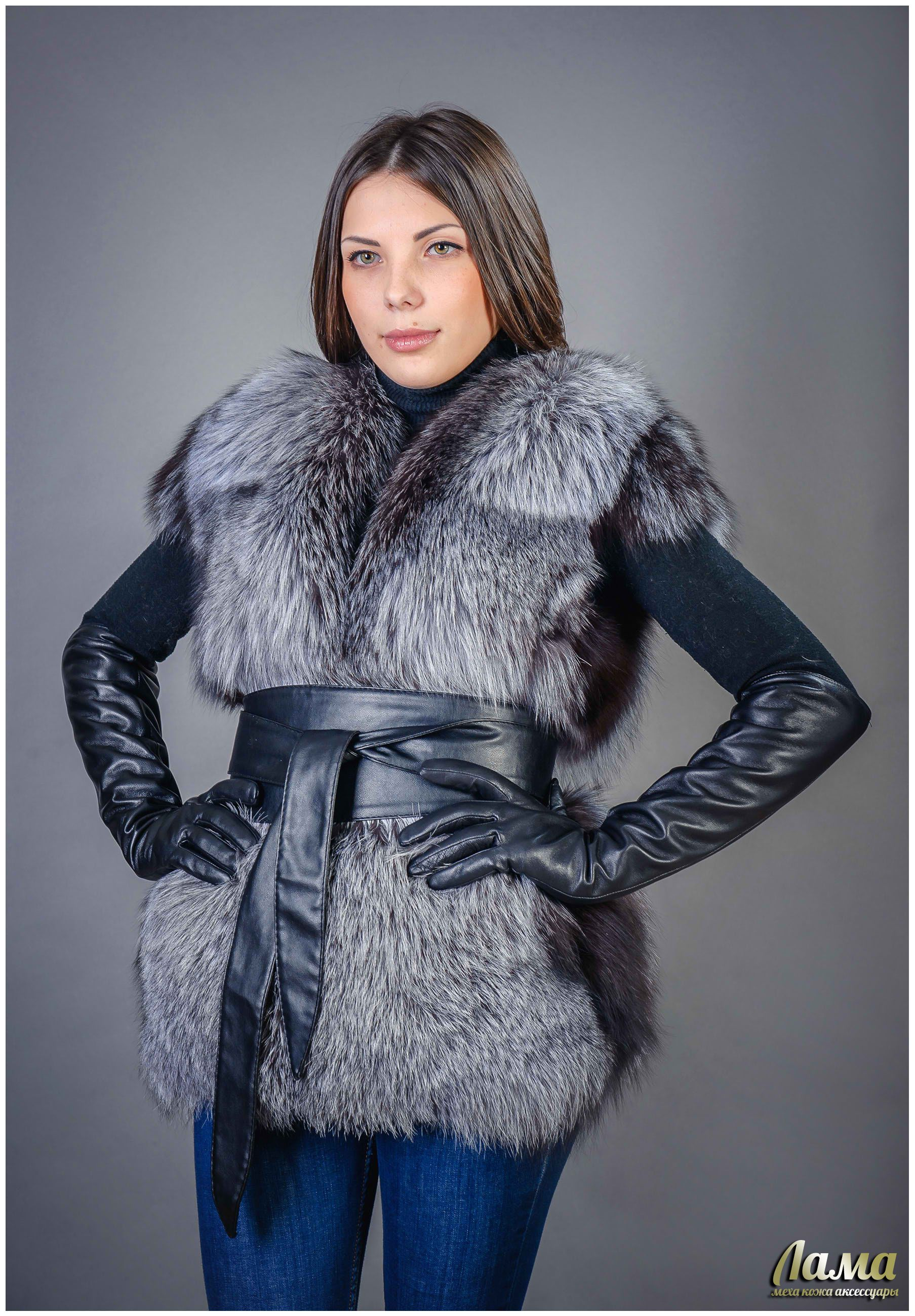 Nice fur vest cinched with a wide leather obistyle belt