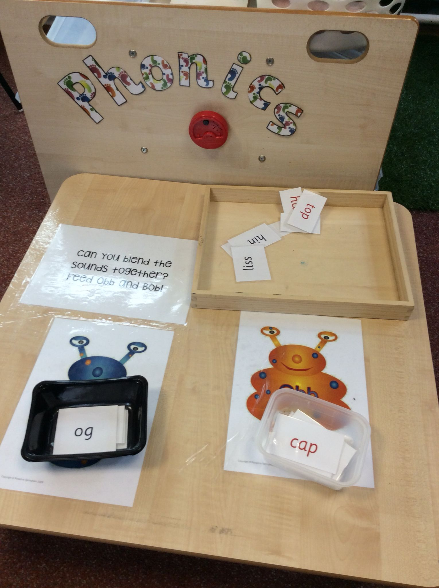 Eyfs Phonic Challenge Talking Tin Reads The Challenge And Gives Hints Children To Sort Words