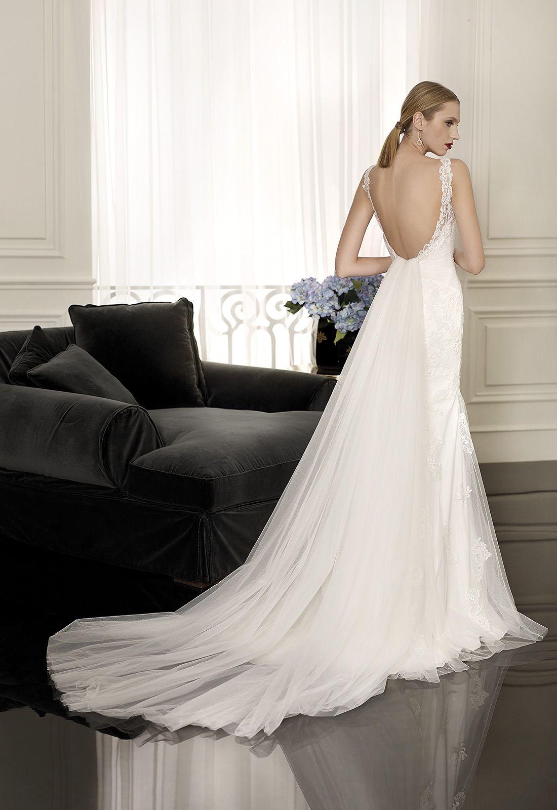628110baf BOUGES Vestido de novia línea sirena con cola en tul de seda desmontable.  Realizado en