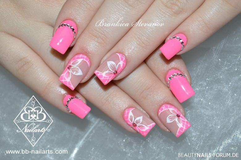 nailart in neon pink mit blumen und steinchen acryln gel. Black Bedroom Furniture Sets. Home Design Ideas