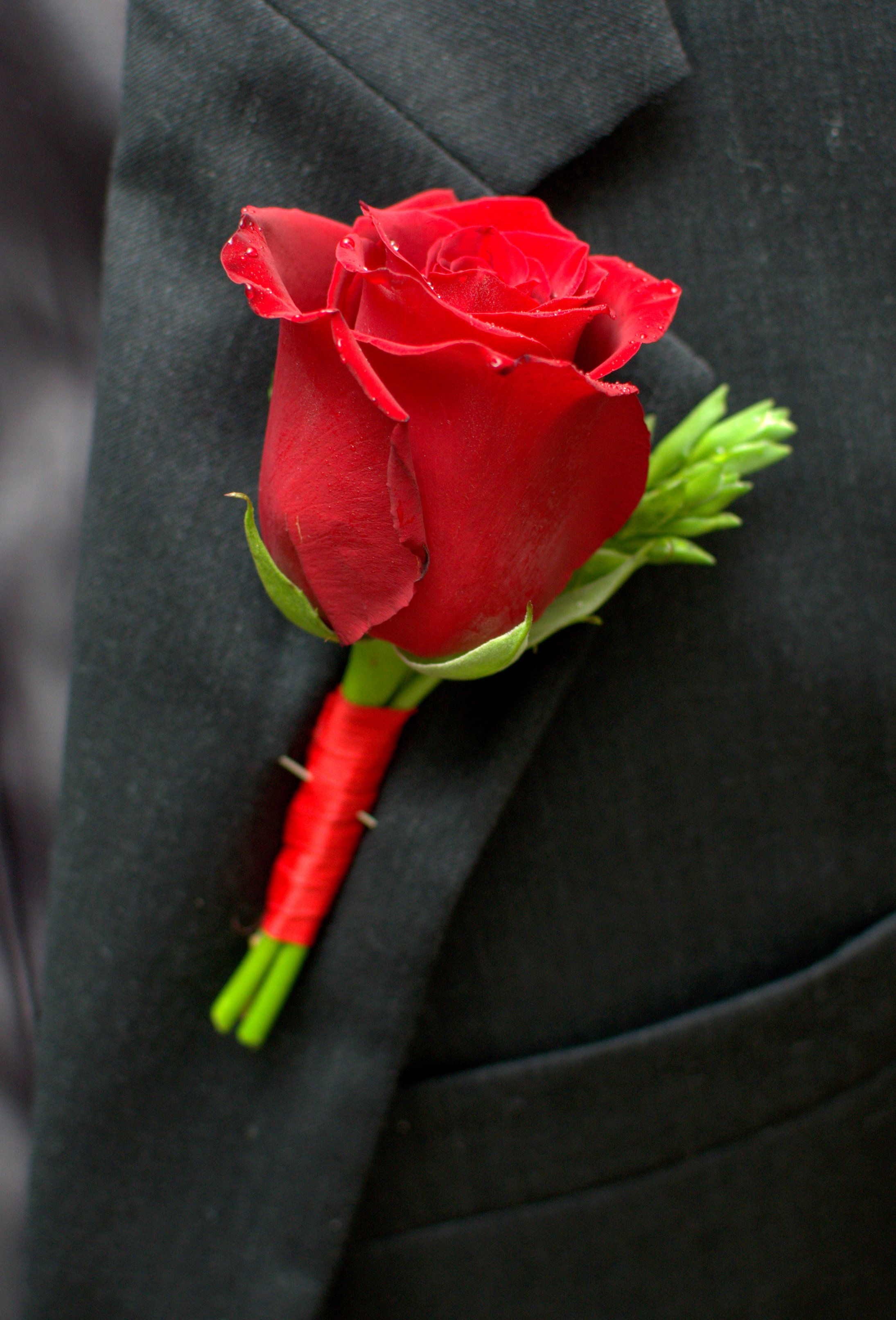 Red Rose Groom Or Groomsmen Boutonniere Http Weddingflowersbyemily Blogspot Com Flower Girl Bouquet Red And White Flowers Bridal Bouquet Flowers