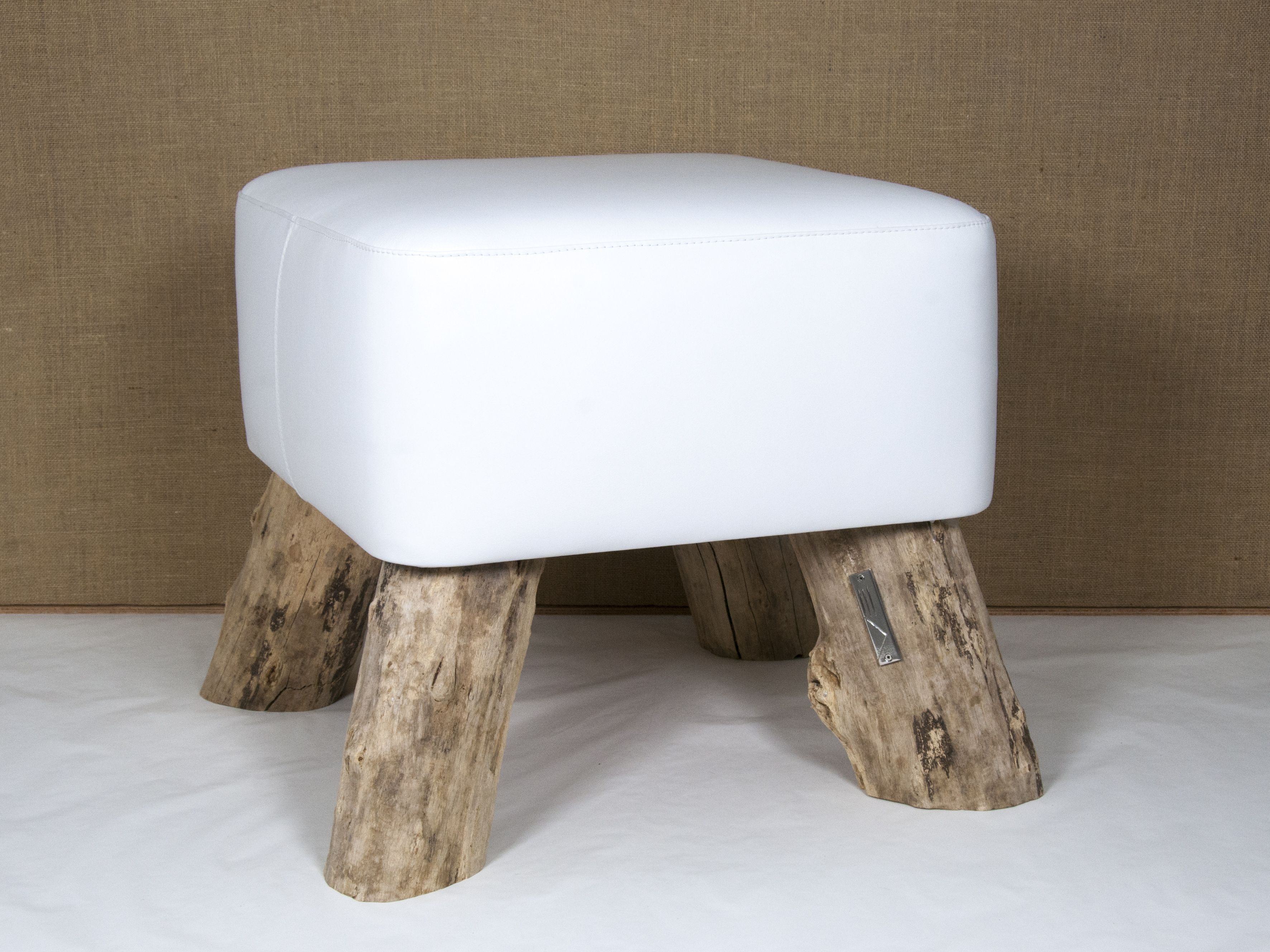 Sgabello forma quadrata cm seduta in vera pelle bianca