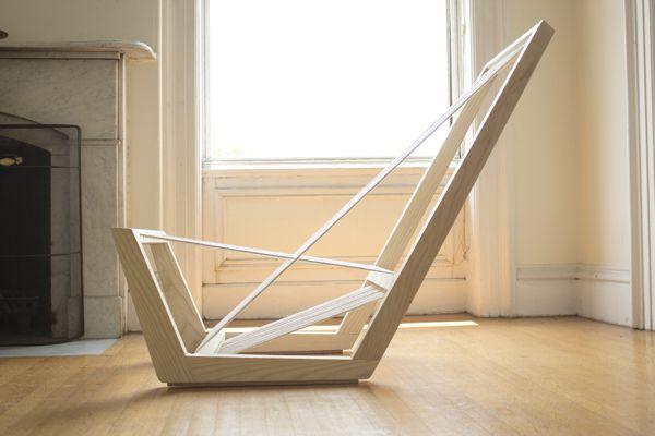 Lounge Stuhl aus Eschenholz überzeugt durch optische Leichtigkeit