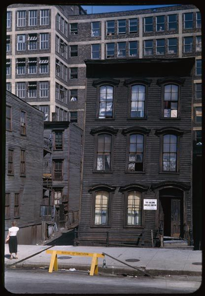 A Building At 316w Erie C 1951 Built Just After The Great Fire In 1871 This Building Had Recently Slipped