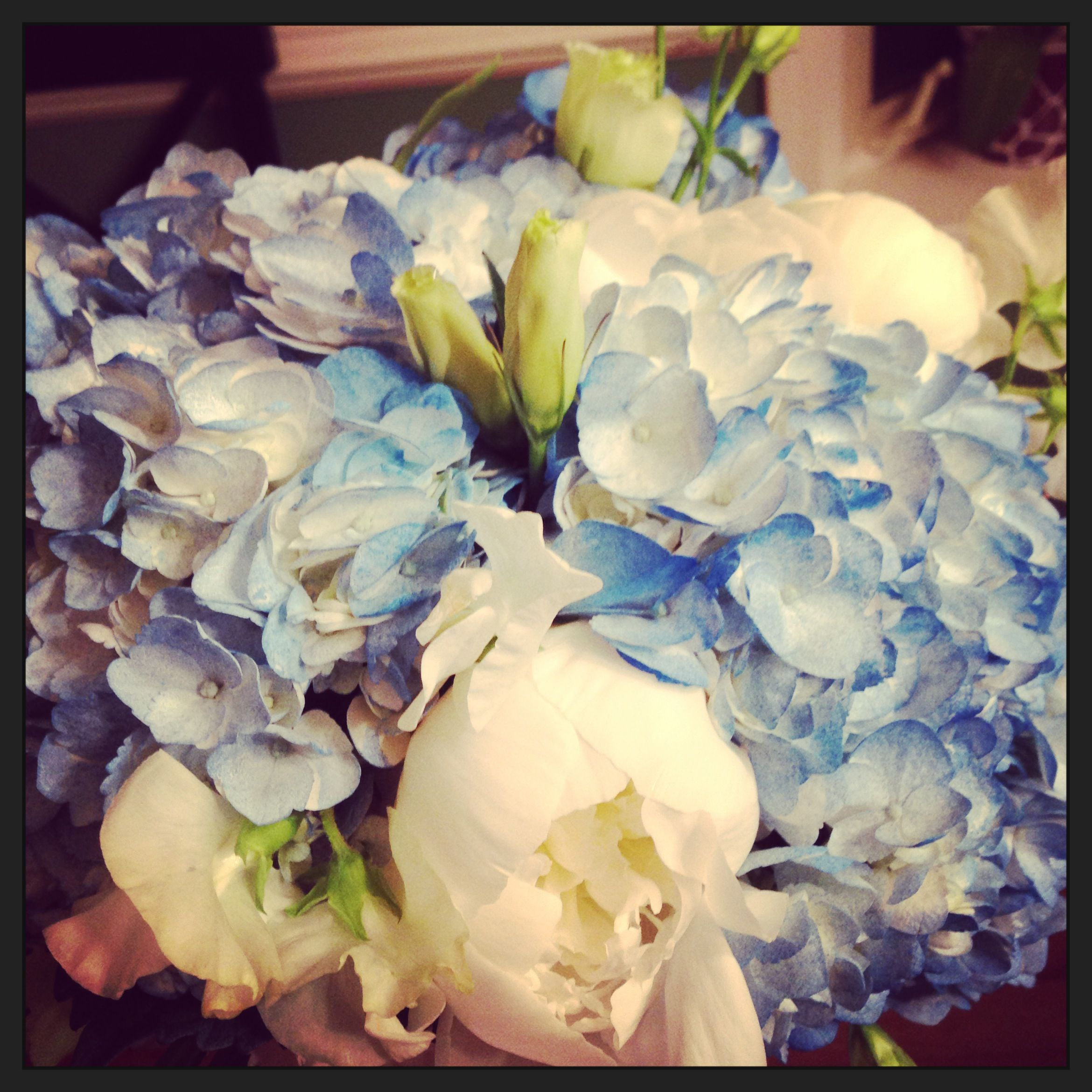 Superieur Brides Bouquet ( Hydrangeas, Sweet Peas, Peonies, Carnations And Lisianthus)