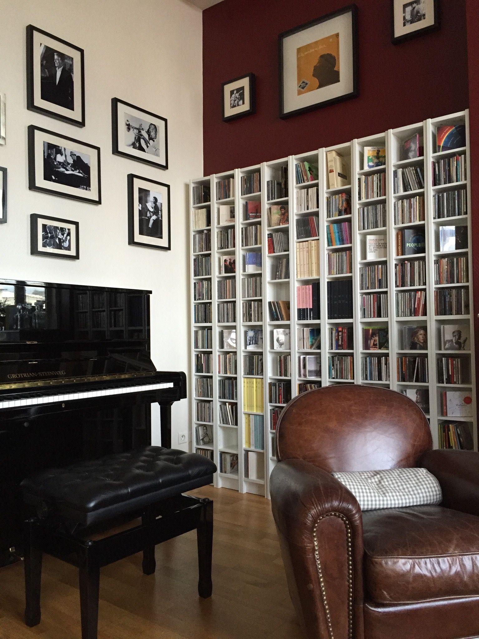 ikea gnedby and wall frame ribba embellir son salon par un mur de cadre et d 39 tag res sobres. Black Bedroom Furniture Sets. Home Design Ideas
