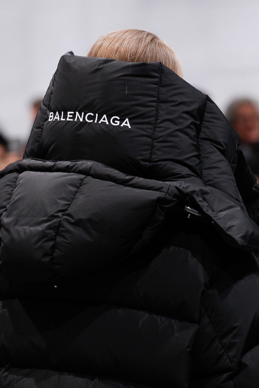 balenciaga fall 2016 ready to wear fashion show in 2018 balenciaga pinterest mode kleider. Black Bedroom Furniture Sets. Home Design Ideas